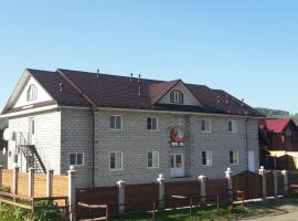 Guest House Krugosvet Plus, hotel with pools in Manzherok