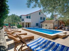 Villa Ivanka, hotel with pools in Korčula
