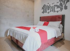 RedDoorz Plus Syariah near Universitas Lampung, guest house in Bandar Lampung