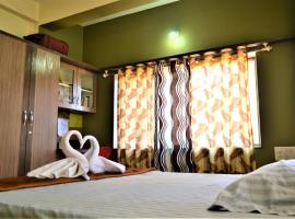 Crescent Villas, room in Panchgani