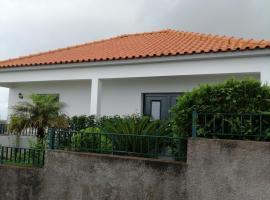 São Pedro House, hotel in Santana