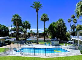 Old Town 2BR Condo with Pool and WiFi, villa in Scottsdale