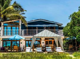 The Isabela Beach House, B&B in Puerto Villamil