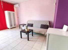 TK-George Apartments by the Airport, hotel in Markopoulo