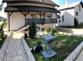 LD Apartments White & Grey, hotel in Korenica