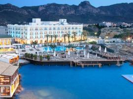 Rocks Hotel & Casino, מלון בקיירניה