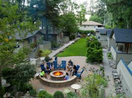 Cottages On River Road, resort village in Guerneville