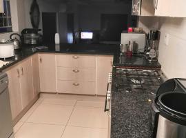 LEONE PARIS, homestay in Windhoek