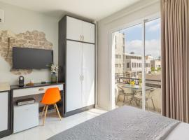 Geula Beach studios with Balcony, apartment in Tel Aviv