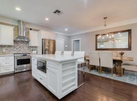 Spacious Heights Home!, villa in Houston
