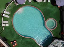 Hotel Corona Plaza, hotel in Rosarito