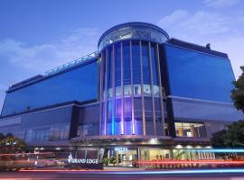 Grand Edge Hotel Semarang, hotel near Water Blaster, Semarang