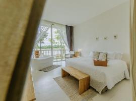 White Wall Riverfront Hotel, hotel in Kamphaeng Phet