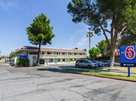 Motel 6-Barstow, CA, hotel in Barstow