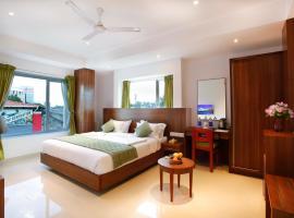 Hotel Navarathna, hotel near Kochi International Airport - COK, Alwaye