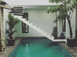 Paramesvari Guest House, hotel with pools in Jepara