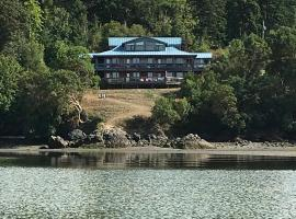 Arbutus Cove Guesthouse, hotel in Sooke