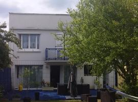 NAMASTE, hotel in Ouistreham