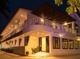 Crystal Sands Villa, отель в Маафуши