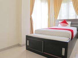 OYO 1326 Mahakam Residence, hotel in Padang