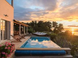 Villa Gumonca, hotel with jacuzzis in Supetar