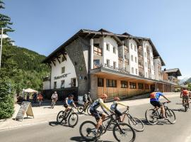 Funsport-, Bike- & Skihotelanlage Tauernhof, hotel ve Flachau