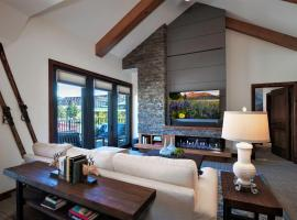 Luxury Two Bedroom Residence Steps From Heavenly Village Condo, apartment in South Lake Tahoe