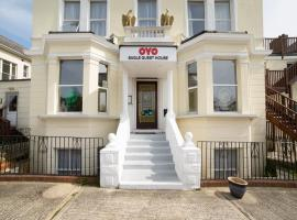 OYO Eagle House Hotel, hotel in Hastings