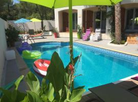 Maison d'hôtes naturiste Villa PaulAna, budget hotel in Cap d'Agde