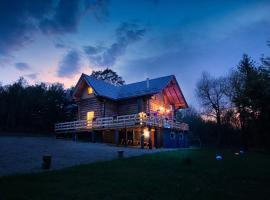 WOODS LODGE PLITVICE LAKES, cabin in Drežnik Grad