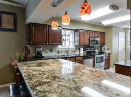 Luxury Condos at Thousand Hills - Branson -Beautifully Remodeled, serviced apartment in Branson