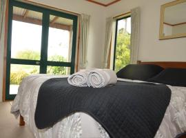 Off The Track - Cottages, hotel in Havelock North