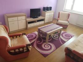 Holiday apartment Izabella, hotel in Komárno