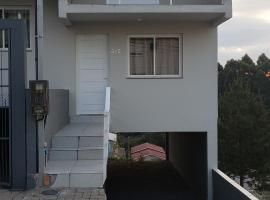 Alugo quarto, apartment in Caxias do Sul