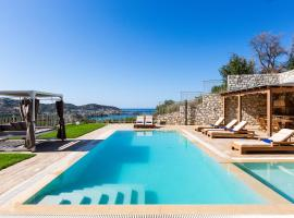 Paris Villa, infinite coastal views!, hotel with pools in Balíon