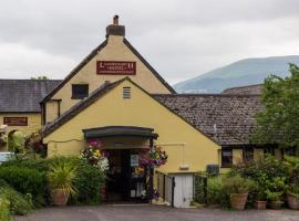 Llanwenarth hotel & Riverside Restaurant, hotel in Abergavenny