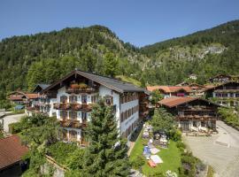 Hotel Oberschmied, Hotel in Reit im Winkl