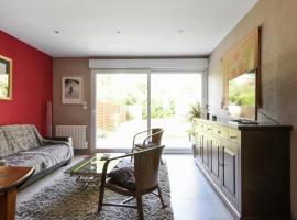 Quiet house with garden in Marcq-en-Baroeul 10 min from Lille - Welkeys, отель в городе Марк-ан-Барёль