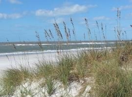 Madeira Bay Resort II and Marina, serviced apartment in St. Pete Beach
