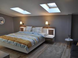Sleep & Fly Apartment, hotel din Otopeni