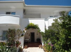 Apartments and Rooms Ljiljana&Smilja, farm stay in Ulcinj