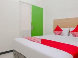 OYO 1247 Antosa Family Residence, hotel di Jember