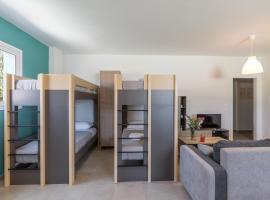 Local Hostel & Suites, hostel in Corfu