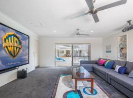 Homely Getaways in Broadbeach Waters, pet-friendly hotel in Gold Coast