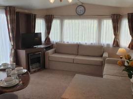 Luxury 3 bed Caravan, hotel in Lossiemouth