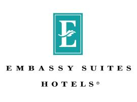 Embassy Suites By Hilton Rockford Riverfront, hotel in Rockford