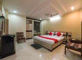 OYO 23649 Hotel Anand, hotel near Jhansi Railway Station, Jhānsi