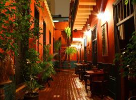 KACLLA, The Healing Dog Hostel, hostel in Lima