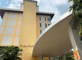 The grand residence, hotel in Nakhon Sawan