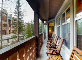 Eagle Springs East 207: Resting Moose Suite, hotel in Solitude